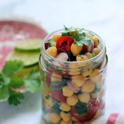 Korianderes csicseriborsó-saláta