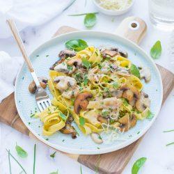 Tejszínes-gombás tészta recept