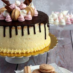 Csokoládéval csorgatott, vaníliás torta