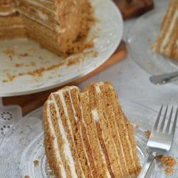 Medovik torta (orosz mézes torta)