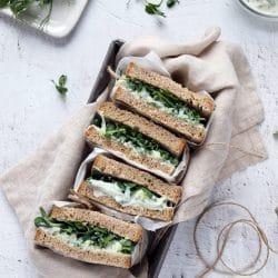 Uborkás-krémsajtos szendvics