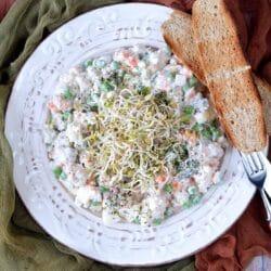 Joghurtos-pulykahúsos franciasaláta csírával