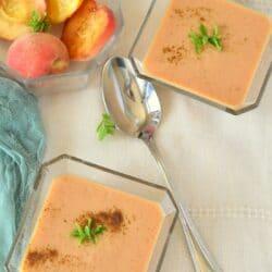 Joghurtos őszibarack-krémleves