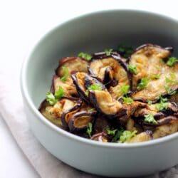 Grillezettpadlizsán-saláta